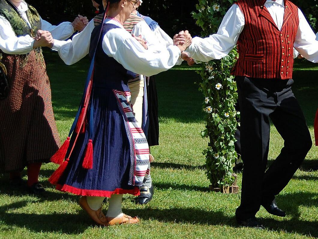 folk-dance-54530_1920(1)
